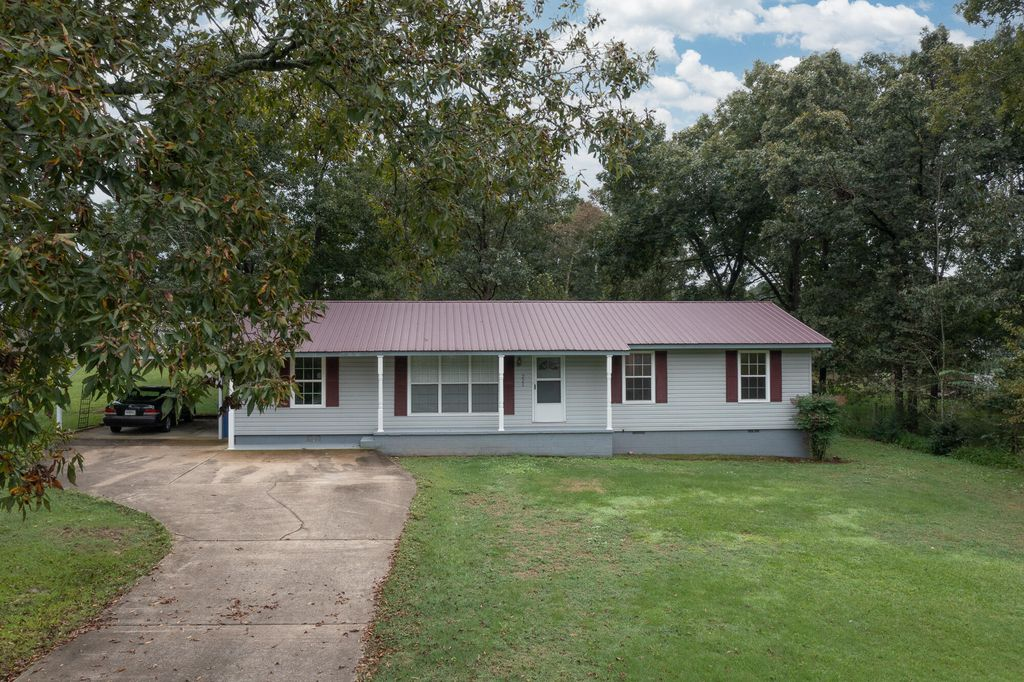 221 Poplar Dr, Rainsville, AL 35986