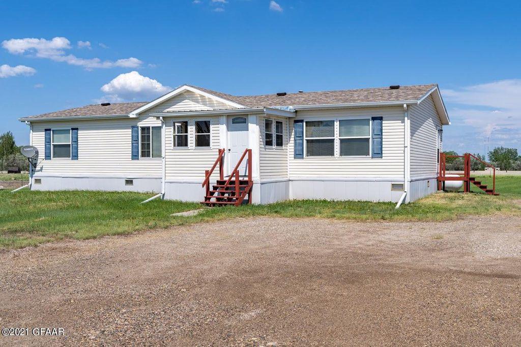 8220 N 69th St, Grand Forks, ND 58203