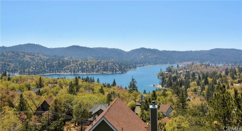 1326 Yellowstone Dr, Lake Arrowhead, CA 92352