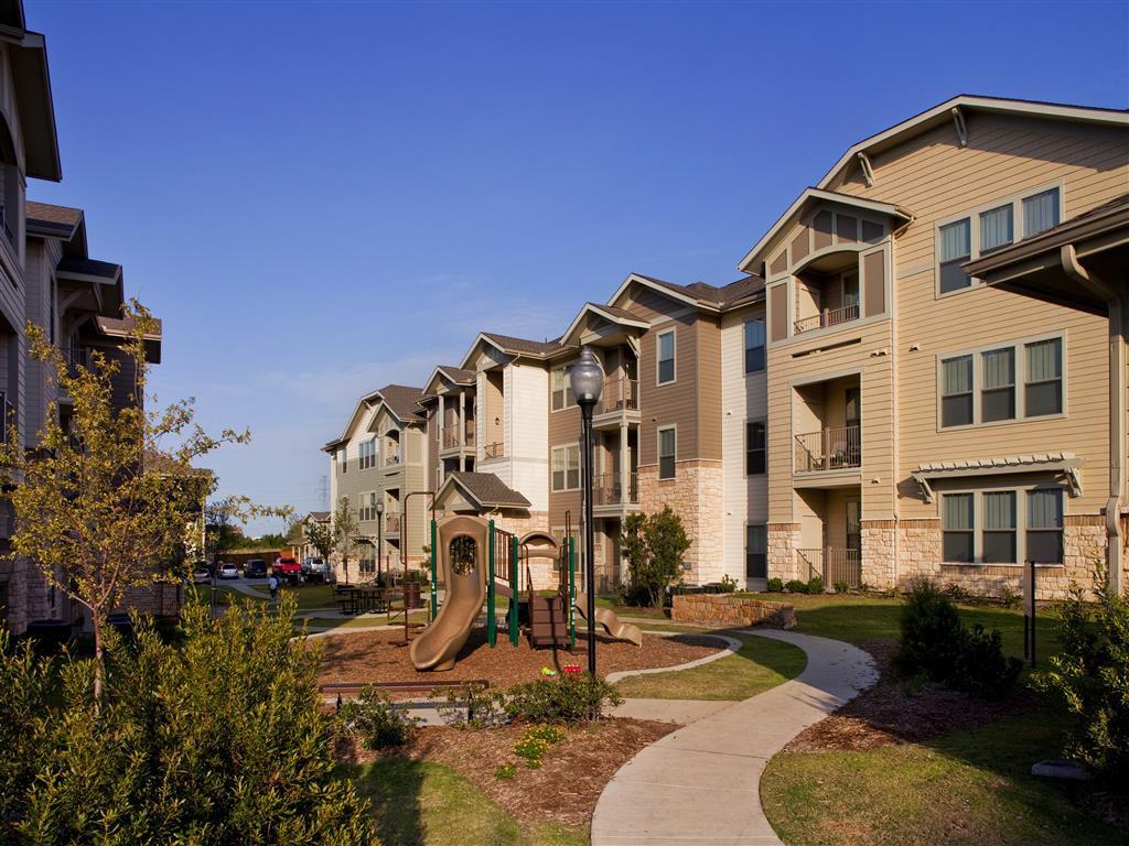 1021 Oak Grove Rd, Fort Worth, TX 76115