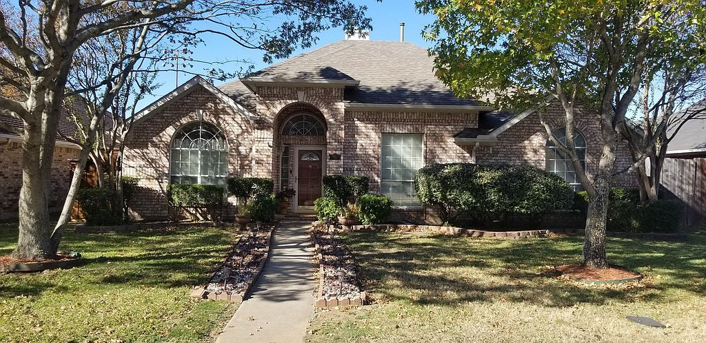 1041 Essex Dr, Cedar Hill, TX 75104