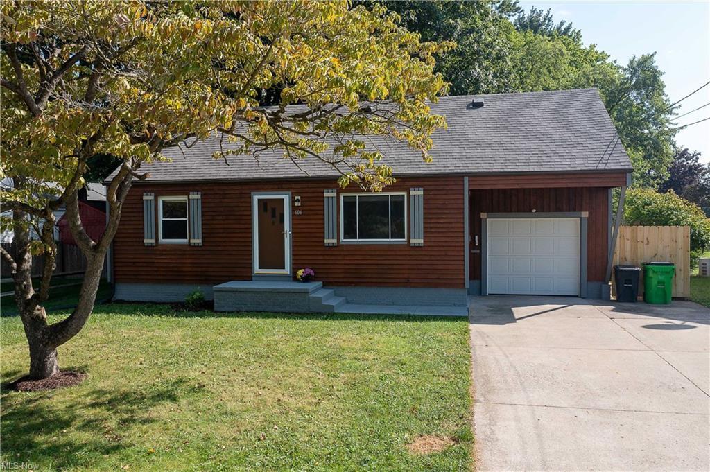 606 4th St NE, North Canton, OH 44720