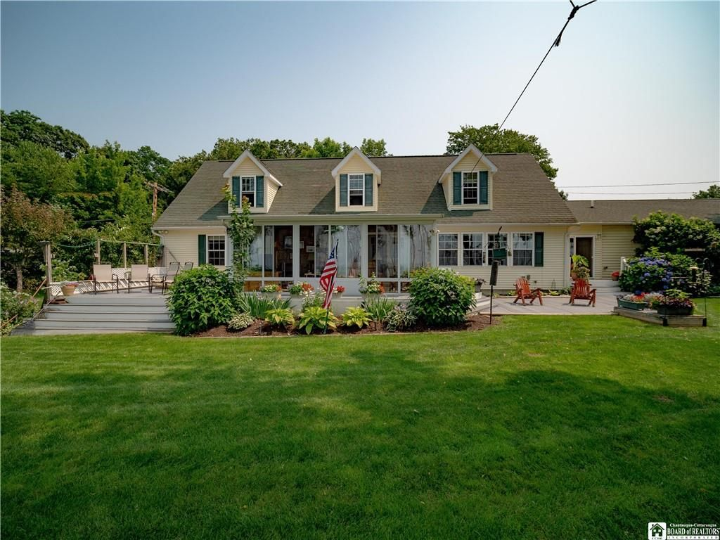 7570 Locust Dr, Westfield, NY 14787