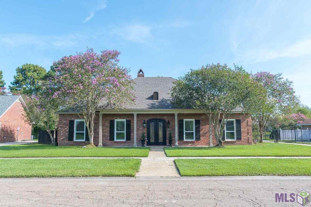 12235 Lake Sherwood Ave S, Baton Rouge, LA 70816
