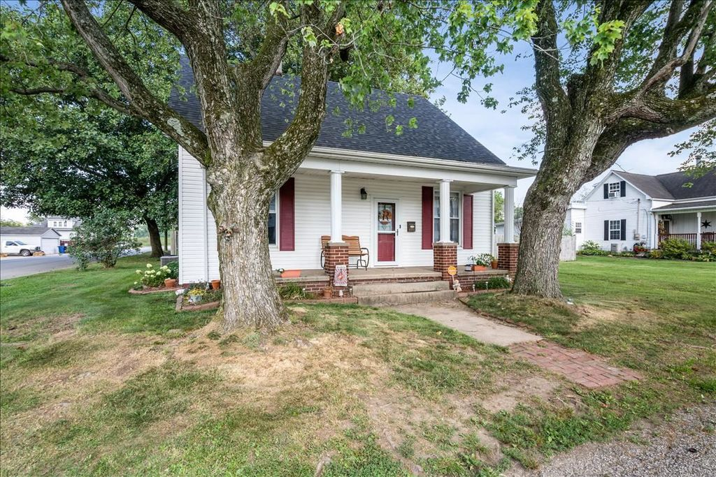 1004 S 2nd St, Boonville, IN 47601