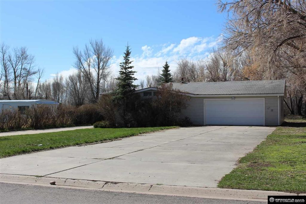 570 Evergreen Dr, Mountain View, WY 82939
