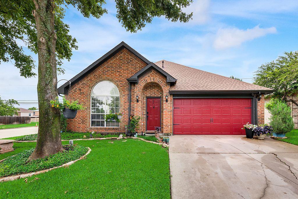 930 Blossomwood Ct, Arlington, TX 76017