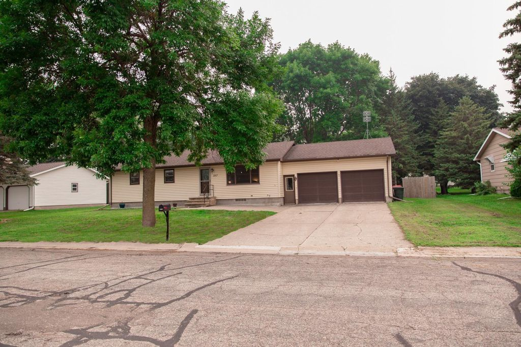 357 1st St E, Gaylord, MN 55334