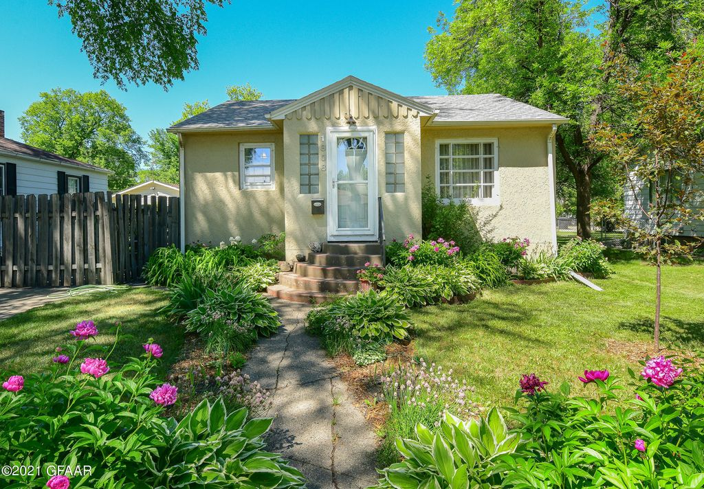1808 2nd Ave N, Grand Forks, ND 58203