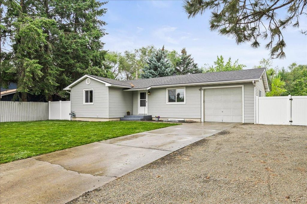 2812 S Pines Rd, Spokane, WA 99206