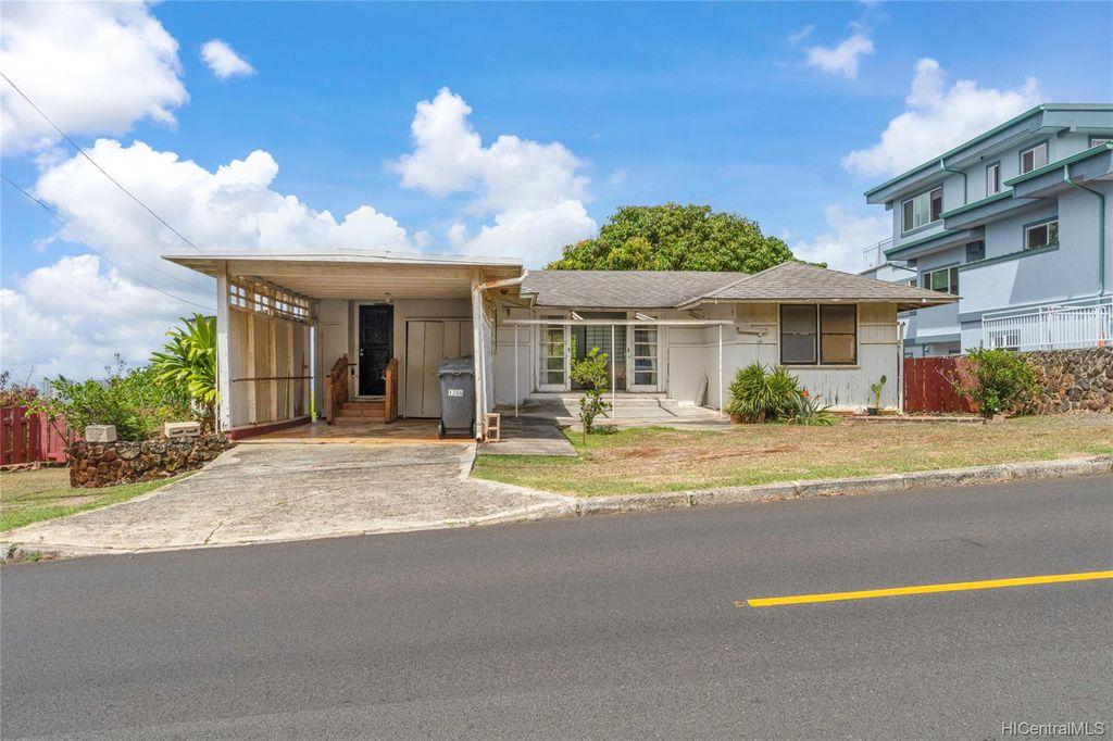 1706 Paula Dr, Honolulu, HI 96816