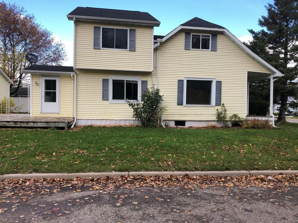 1018 Bingham Ave, Sault Sainte Marie, MI 49783