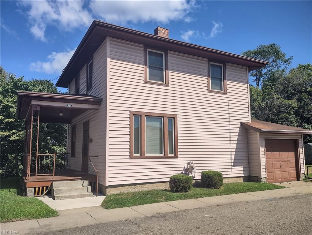 814 Grandview Ave, Coshocton, OH 43812