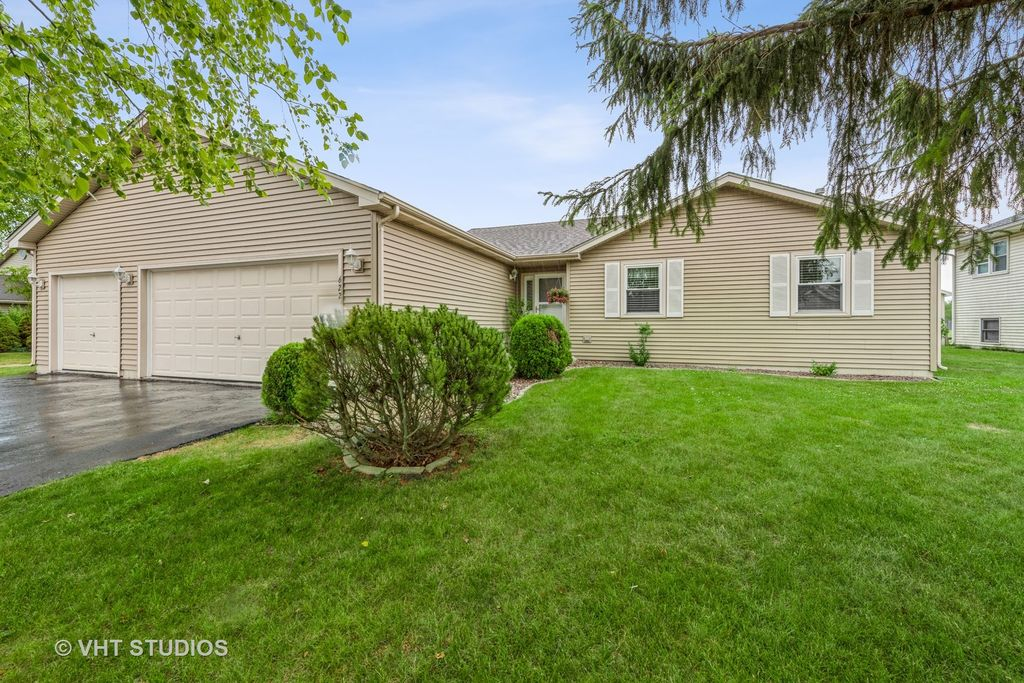 622 Whitmore Trl, Mchenry, IL 60050