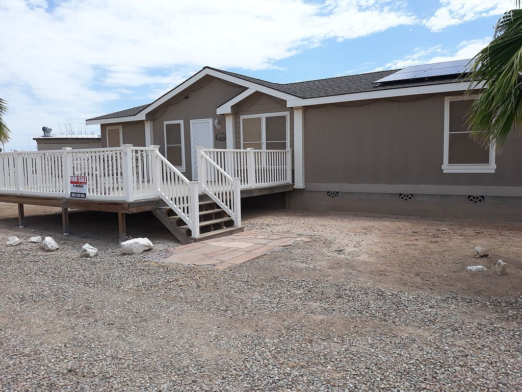33270 Lillian Ln, Bouse, AZ 85325