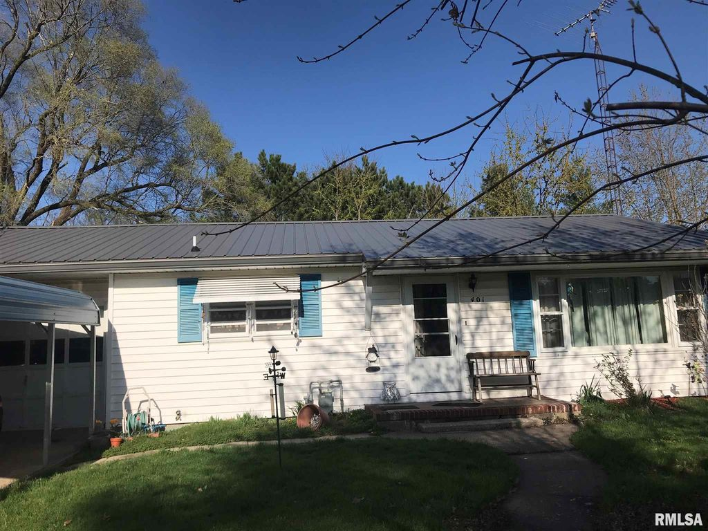 401 S McDonough St, Colchester, IL 62326