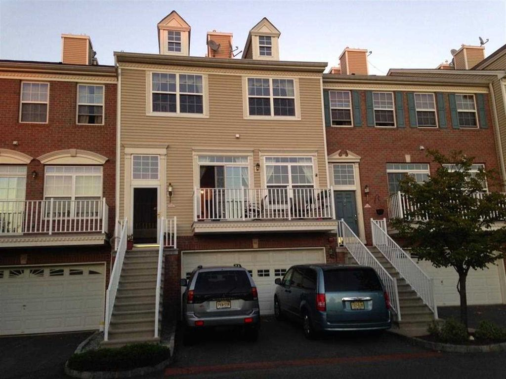 30 Tellicherry Ct #1812, Jersey City, NJ 07305