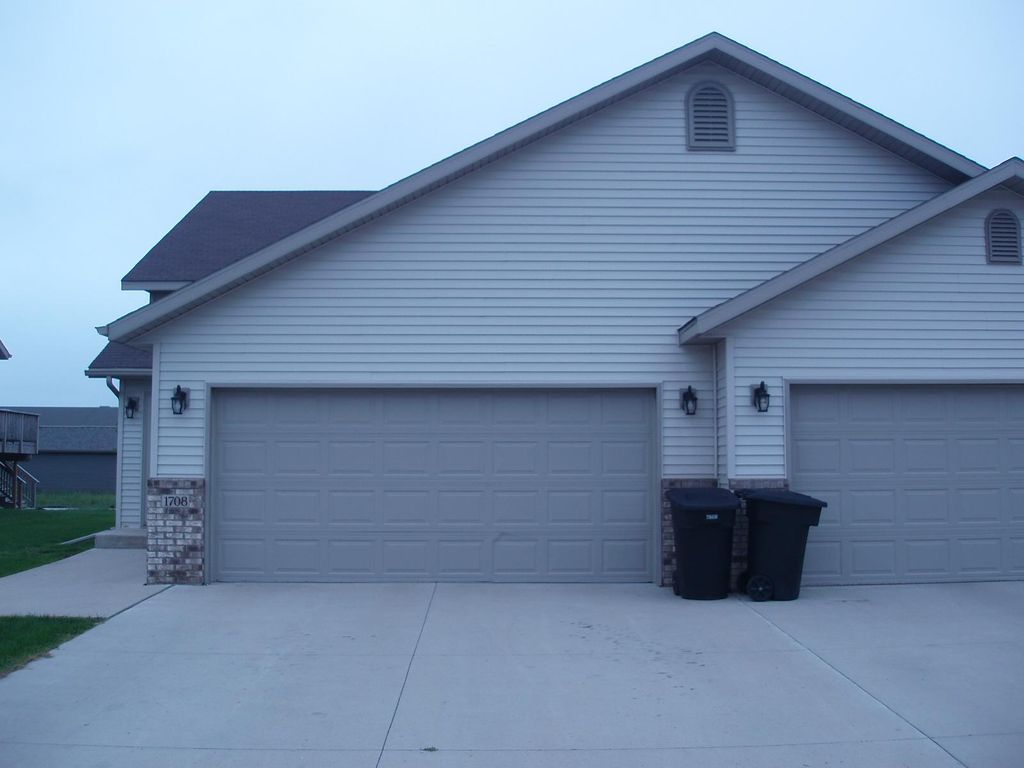 1798 38th Ave S, Grand Forks, ND 58201