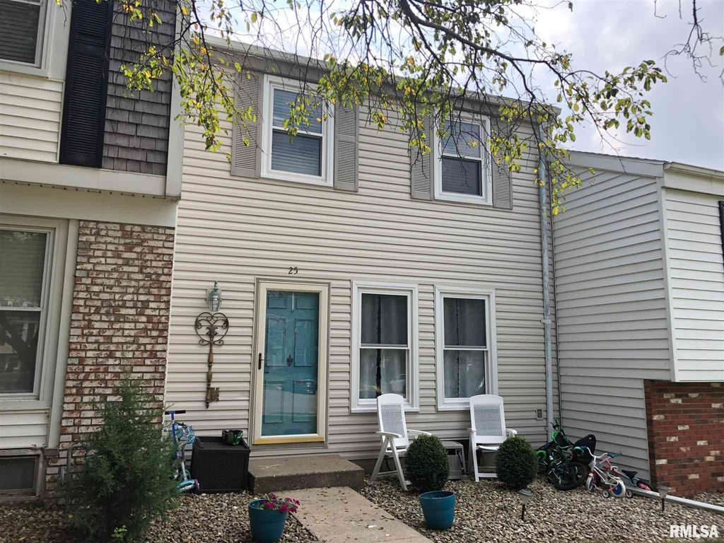 25 Carriage Hl, Macomb, IL 61455