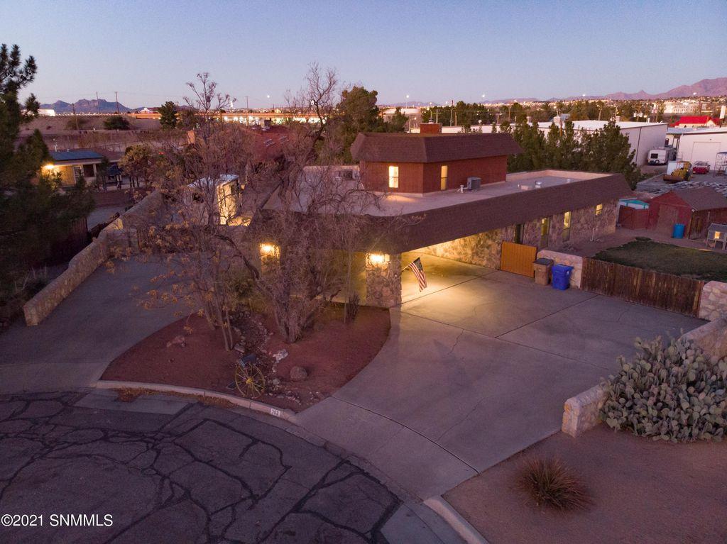302 Sanchez Pl, Las Cruces, NM 88005