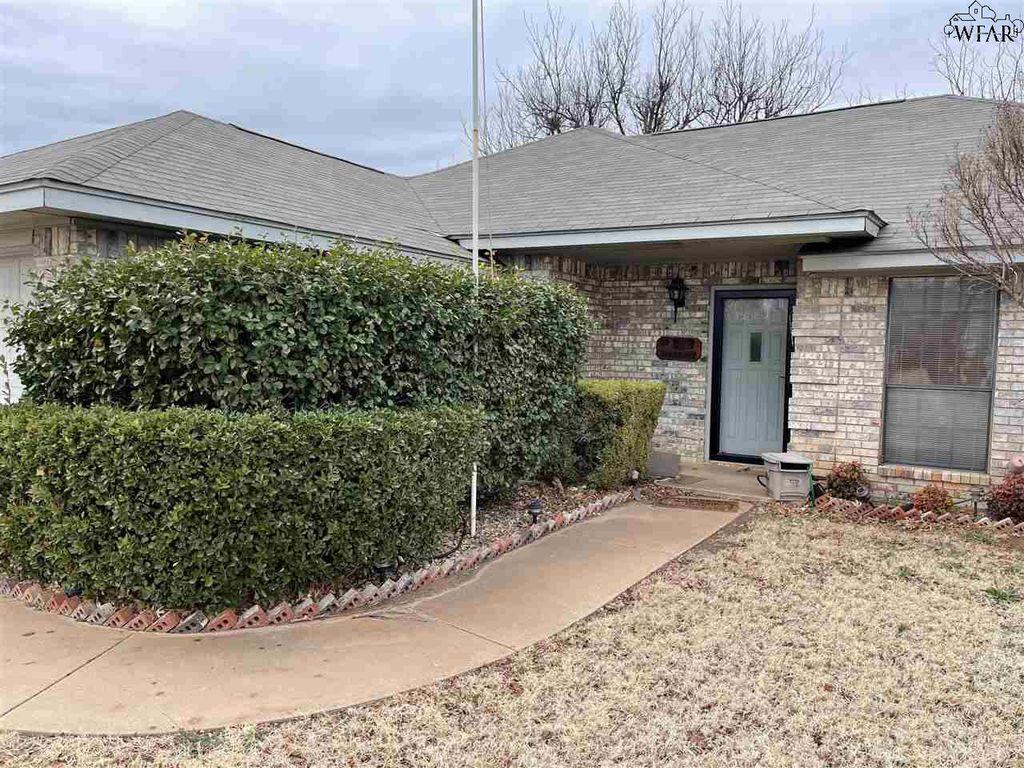 908 Sugarbush Ln, Burkburnett, TX 76354