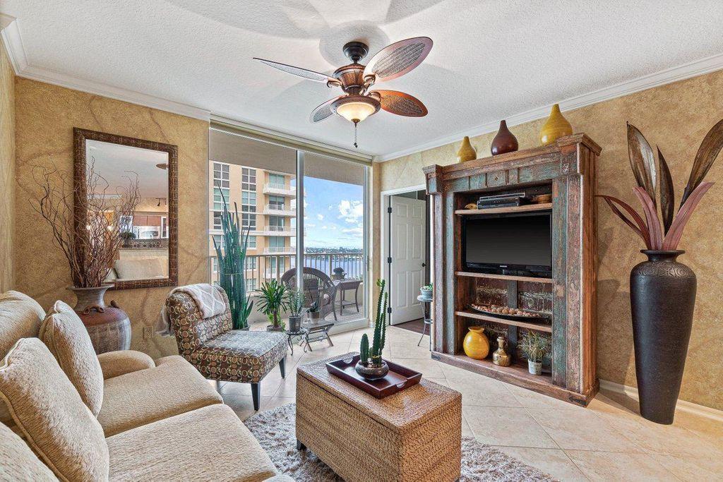 625 Casa Loma Blvd #1103, Boynton Beach, FL 33435