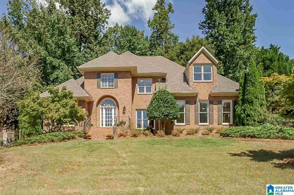 1816 Surrey Oaks Ln, Vestavia, AL 35243