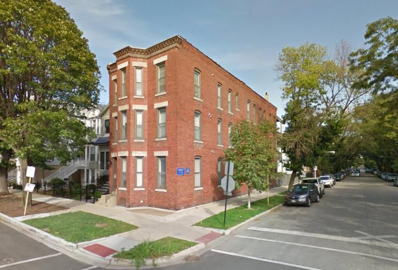 1134 W Barry Ave, Chicago, IL 60657