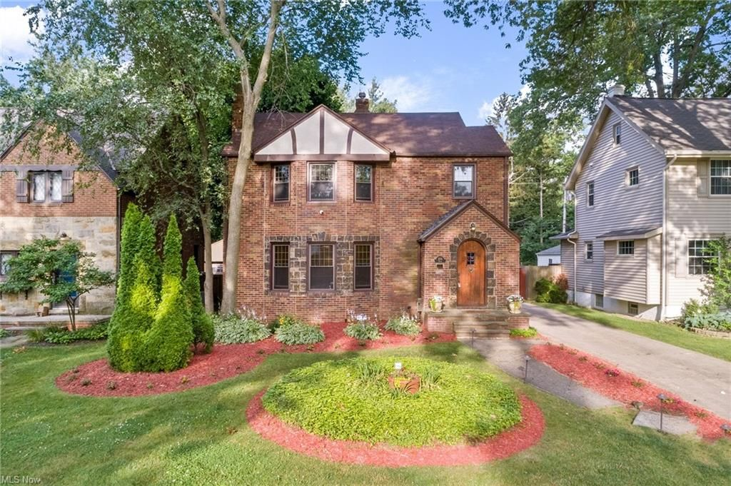 2551 Eaton Rd, University Heights, OH 44118