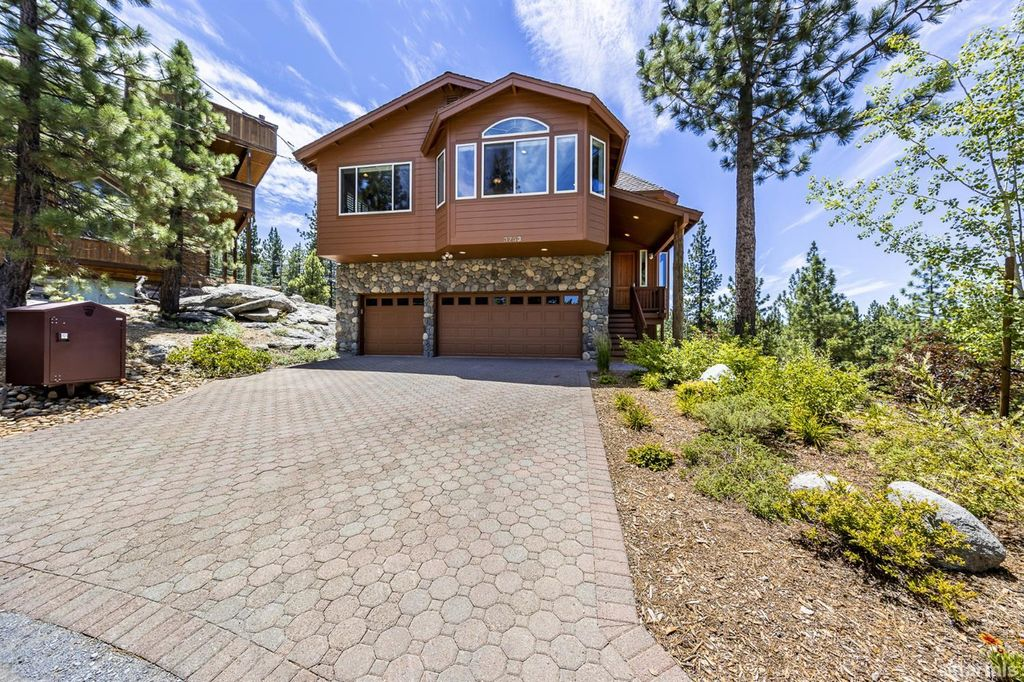 3753 Overlook Ct, South Lake Tahoe, CA 96150