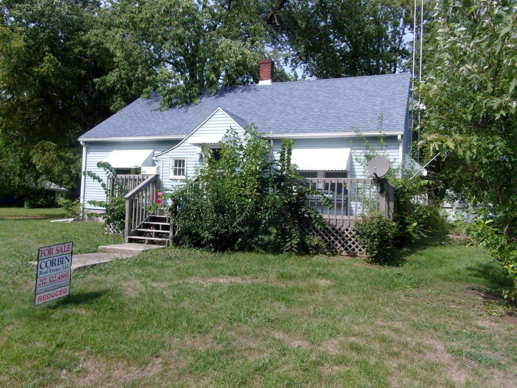 215 W Clay St, Rushville, IL 62681