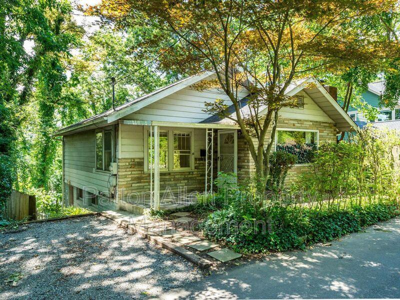 38 Oak Park Rd, Asheville, NC 28801