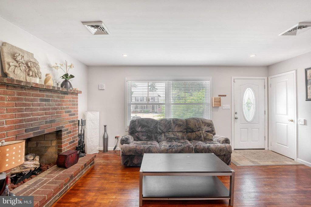 254 Sextant Rd, Manahawkin, NJ 08050