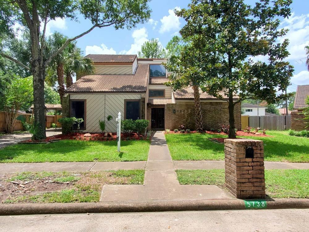 5738 Council Grove Ln, Houston, TX 77088