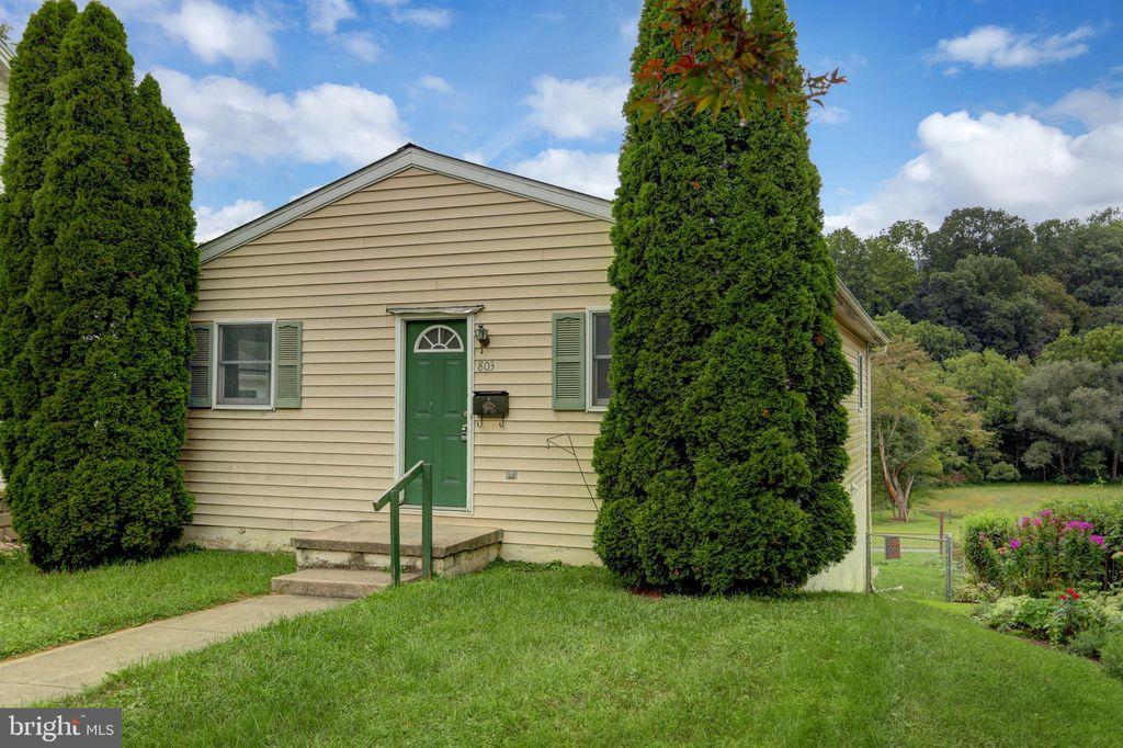 803 E Freedom Ave, Burnham, PA 17009