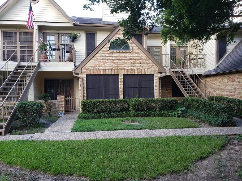 2425 Holly Hall St #7, Houston, TX 77054