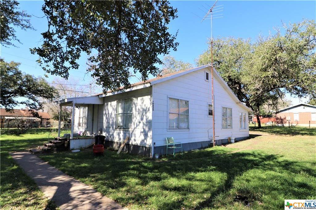 10429 5th St, Beeville, TX 78102