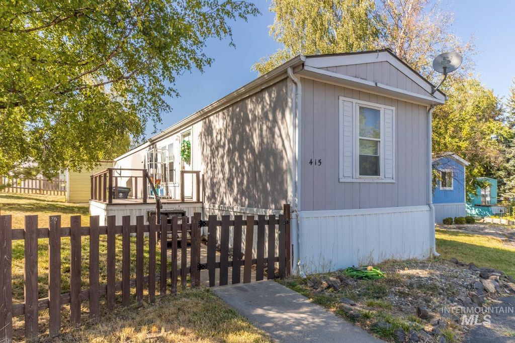 411 N Almon St #415, Moscow, ID 83843