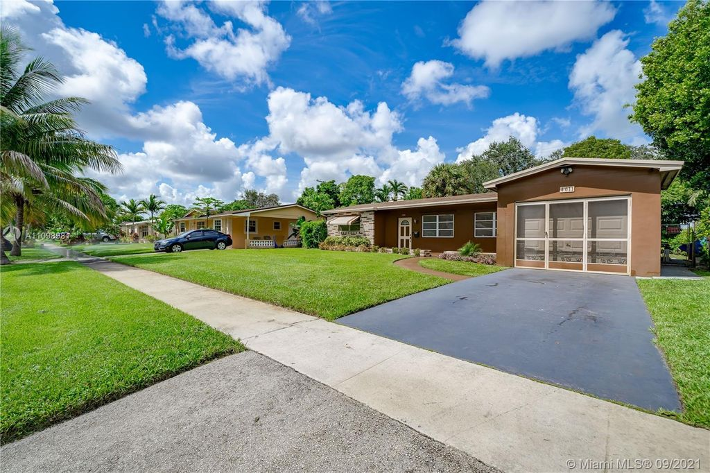 4011 NW 39th Ave, Lauderdale Lakes, FL 33309