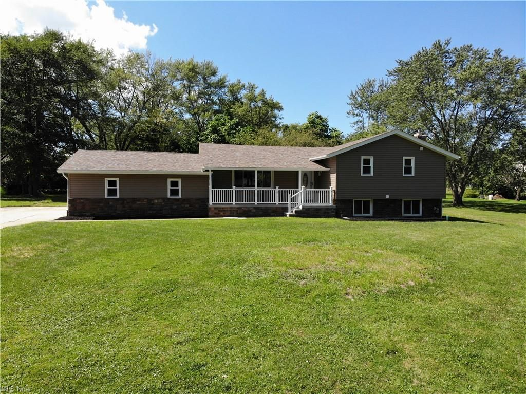 3672 Roselawn Ave, Woodmere, OH 44122