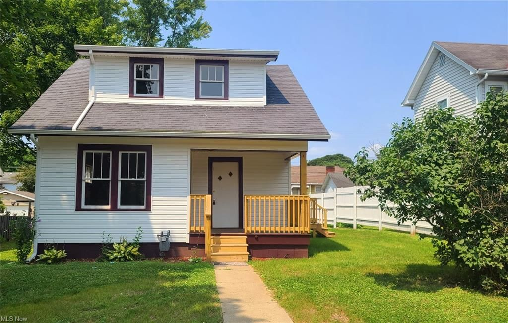 1442 Adams St, Coshocton, OH 43812