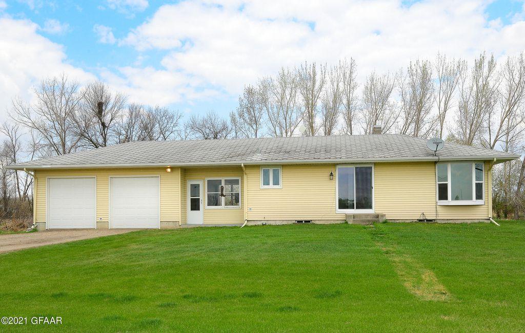 2091 19th St NE, Grand Forks, ND 58203