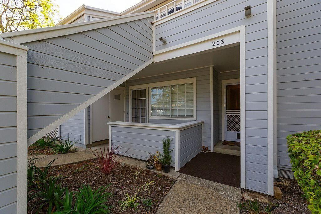 7602 Hollister Ave #203, Goleta, CA 93117