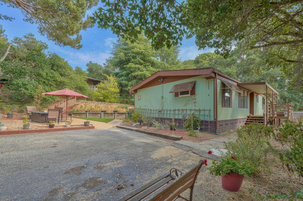 17592 Pond Derosa Ln #9, Salinas, CA 93907