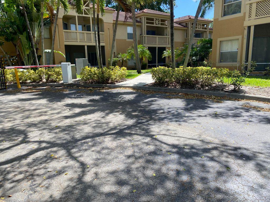 4767 Via Palm Lk #208, West Palm Beach, FL 33417