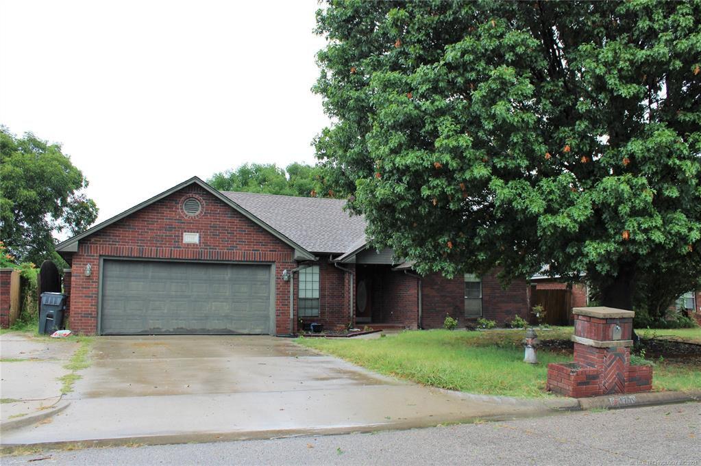 1701 Southern Hills Dr, Ardmore, OK 73401