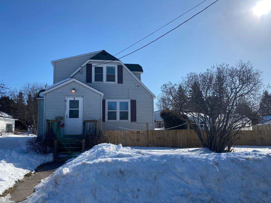1507 Kimball St, Sault Sainte Marie, MI 49783