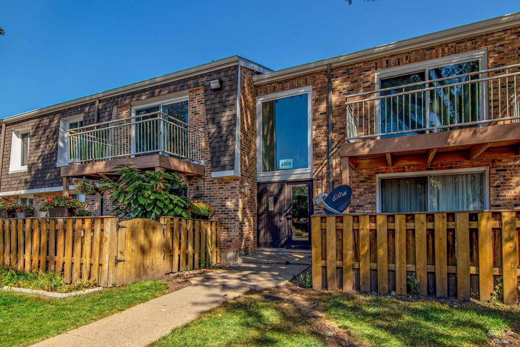 4608 Euclid Ave #2A, Rolling Meadows, IL 60008