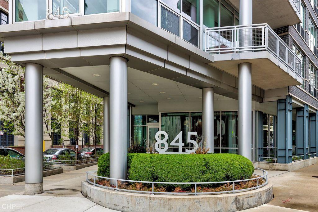 845 N Kingsbury St #508, Chicago, IL 60610