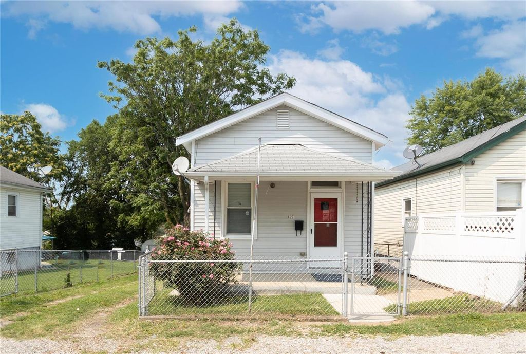 127 W Cartwright Ave, Saint Louis, MO 63125